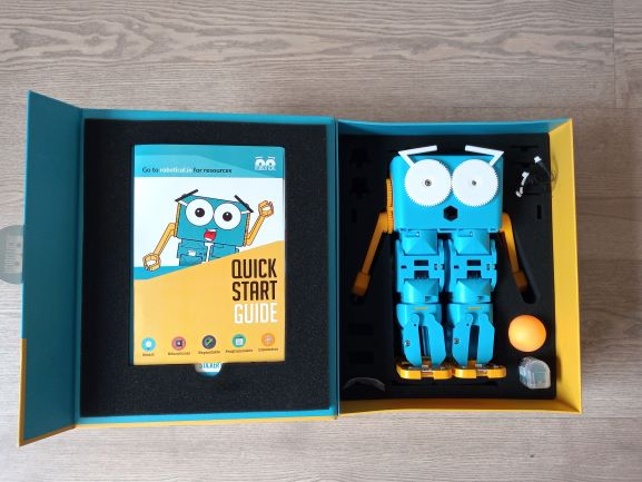 Marty the robot unboxing - Coding robotics kit for kids, teenagers and makers