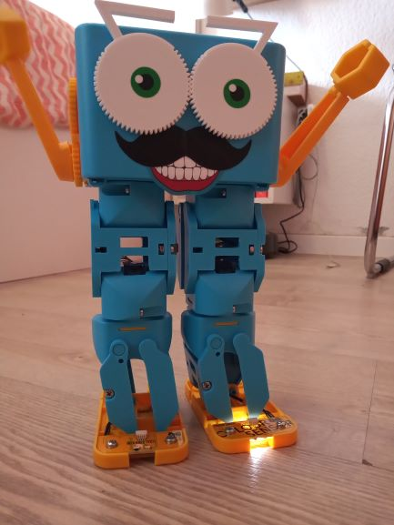 Marty the robot educational robot kits for kids - Scratch Python Raspberry Arduino